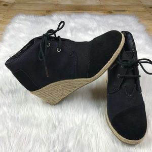 Woman's TOMS wedges